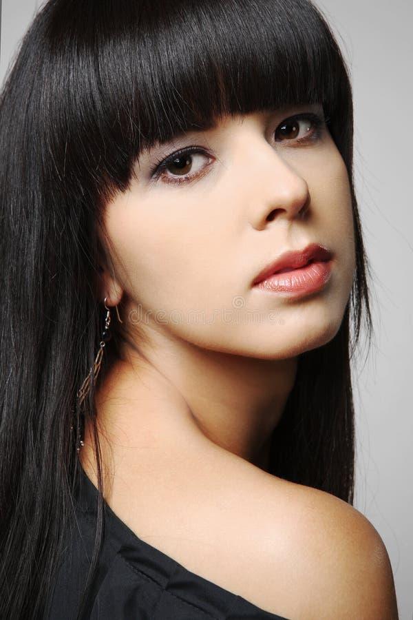 Meisje met lang zwart haar. royalty-vrije stock afbeelding