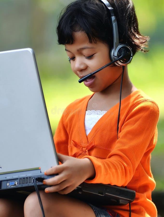 Meisje met laptop 03 stock foto