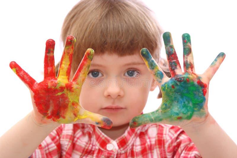 Meisje met met geschilderde handen stock foto