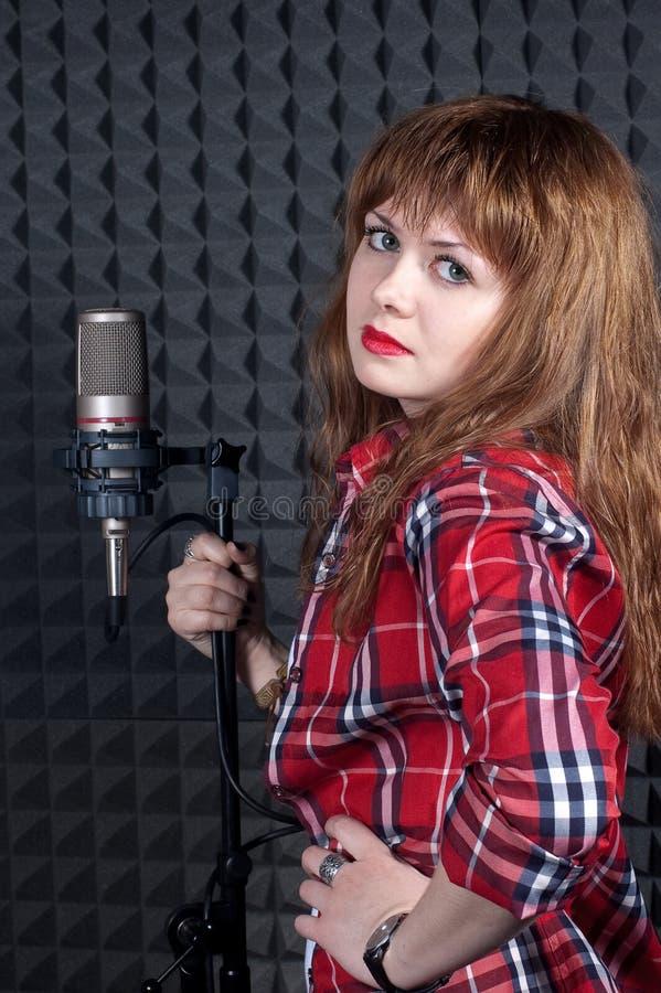 Meisje met microfoon stock afbeeldingen