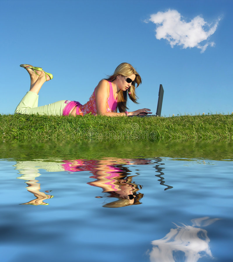 Meisje met notitieboekjewater