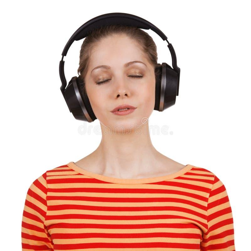 Meisje met ogen die luisteren aan muziek worden gesloten royalty-vrije stock afbeeldingen