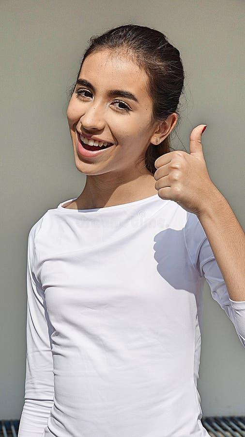 Download Meisje met omhoog Duimen stock afbeelding. Afbeelding bestaande uit aanbiddelijk - 107700319