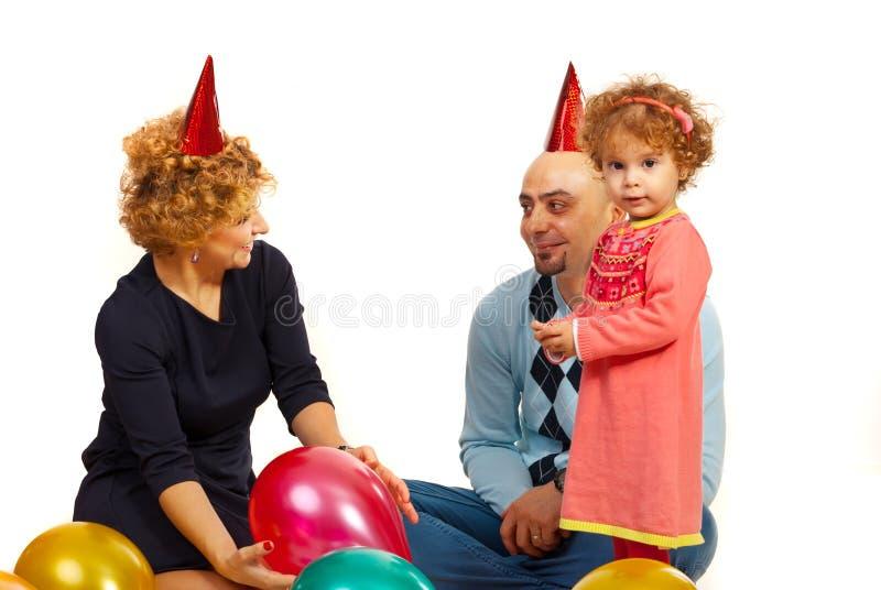 Meisje met ouders bij partij royalty-vrije stock afbeeldingen