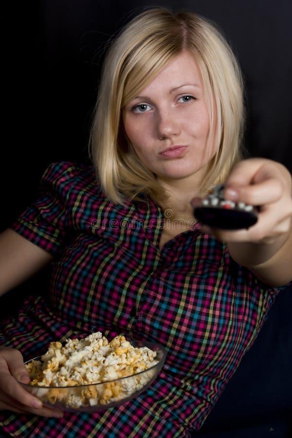Meisje met popcorn royalty-vrije stock afbeeldingen