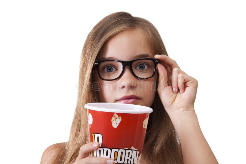 Meisje met popcorn stock foto's