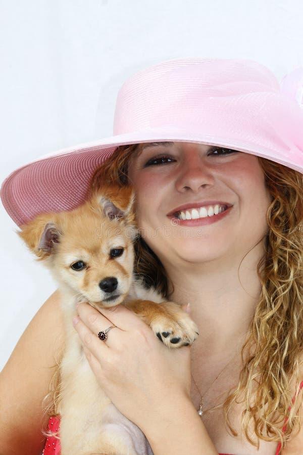Meisje met puppy stock foto's
