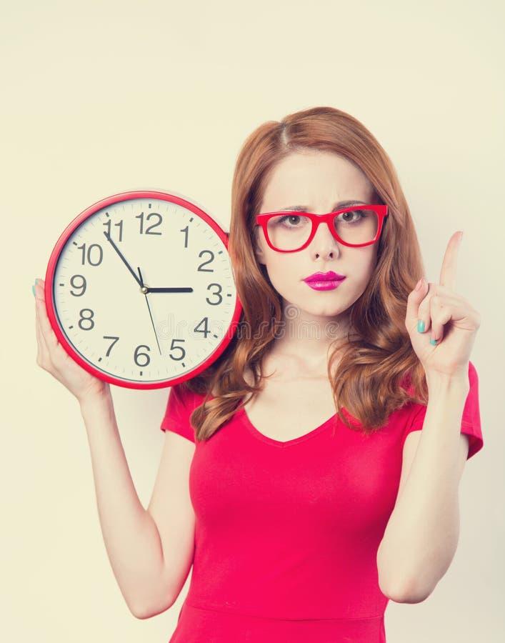Meisje met reusachtige klok royalty-vrije stock afbeelding