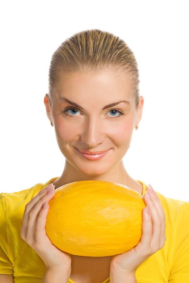 Meisje met rijpe meloen stock fotografie