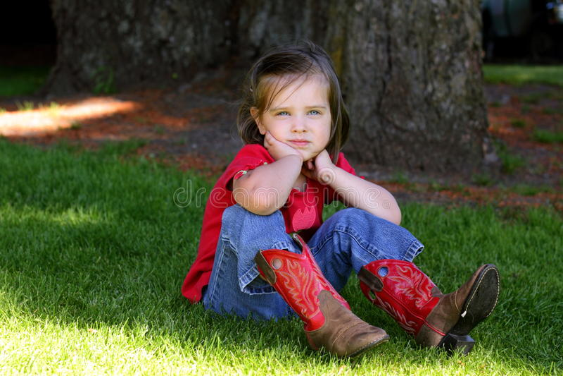 Meisje met rode cowboylaarzen royalty-vrije stock afbeeldingen