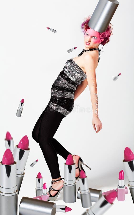 Meisje met roze lippenstiften stock foto's
