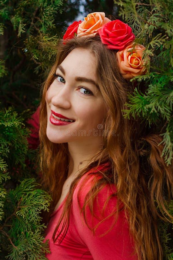 Meisje met rozen stock afbeeldingen