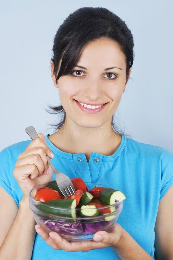 Meisje met salade stock fotografie
