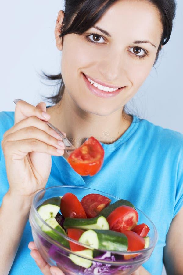 Meisje met salade royalty-vrije stock afbeelding