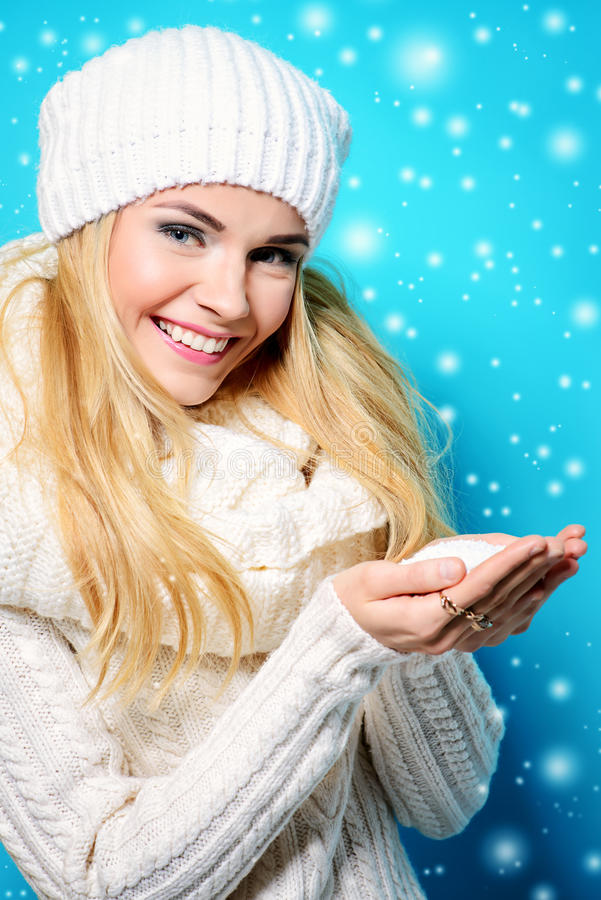 Meisje met sneeuw royalty-vrije stock foto's