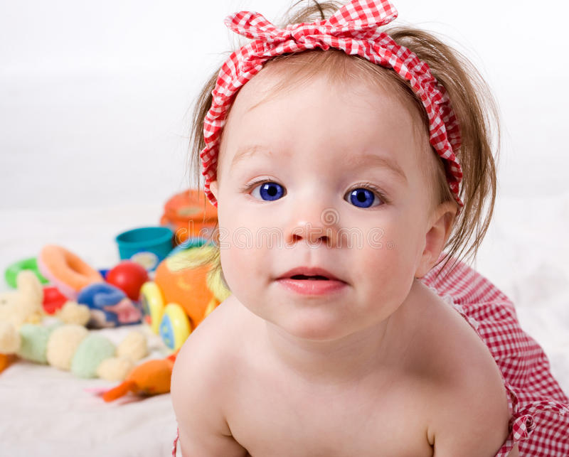 Meisje met speelgoed royalty-vrije stock foto