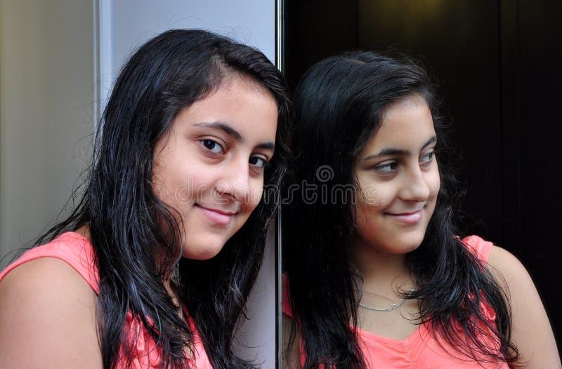 Meisje met spiegel royalty-vrije stock fotografie