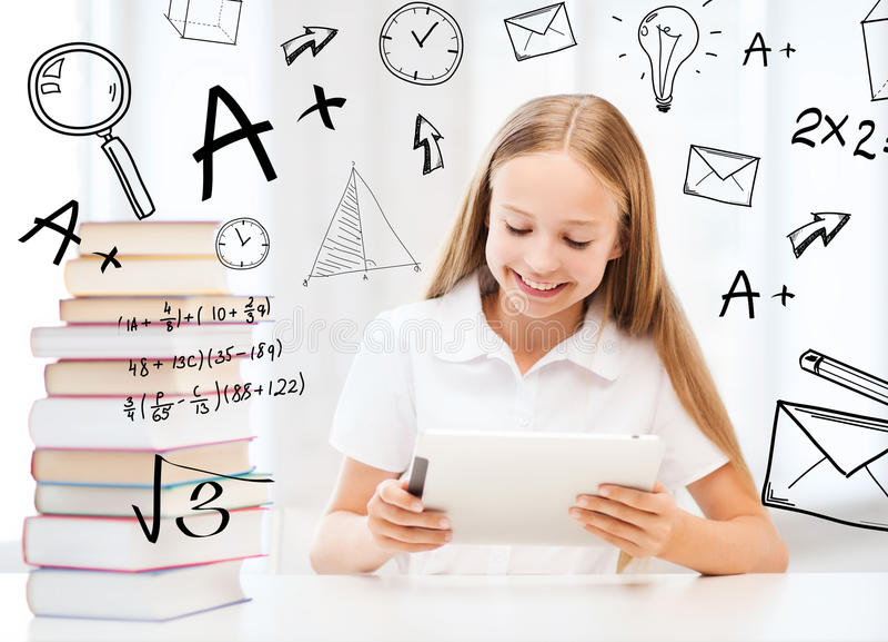 Meisje met tabletpc en boeken op school royalty-vrije stock foto's