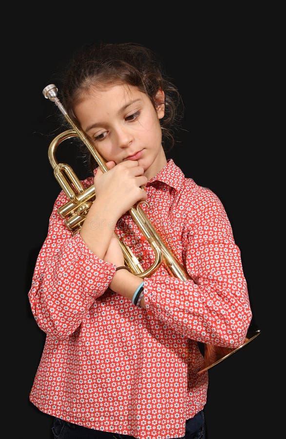 Meisje met trompet stock afbeelding