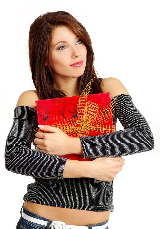 Meisje met valentijnskaartengift royalty-vrije stock foto