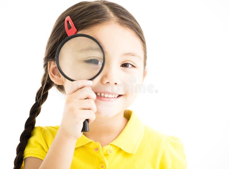 Meisje met vergrootglas stock afbeeldingen