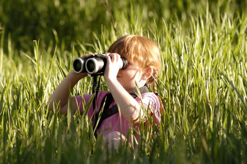 Meisje met verrekijkers van kant stock foto's