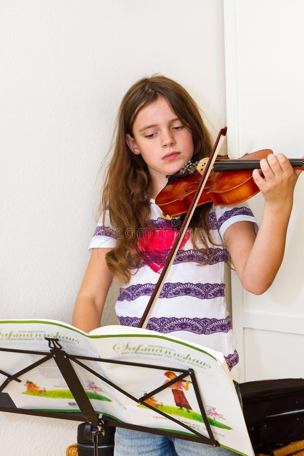 Meisje met viool royalty-vrije stock foto's