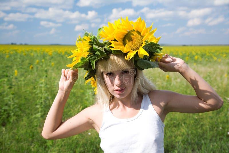 Meisje met zonnebloem royalty-vrije stock afbeelding