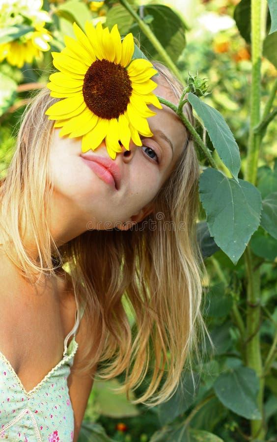 Meisje met zonnebloem royalty-vrije stock foto's