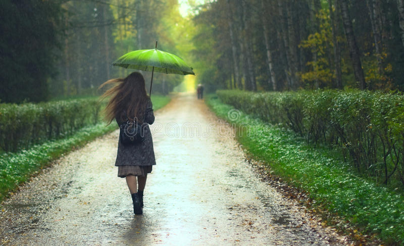 Meisje onder Regen royalty-vrije stock fotografie