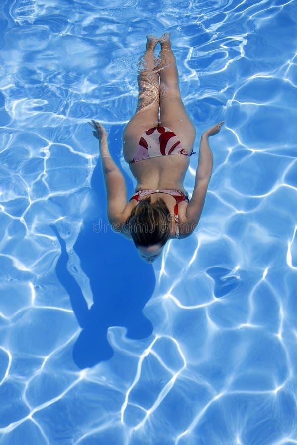 Meisje Onderwater royalty-vrije stock afbeeldingen