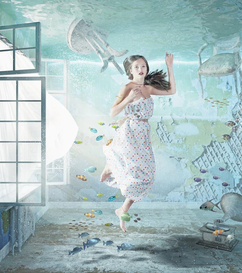 Meisje onderwater stock foto