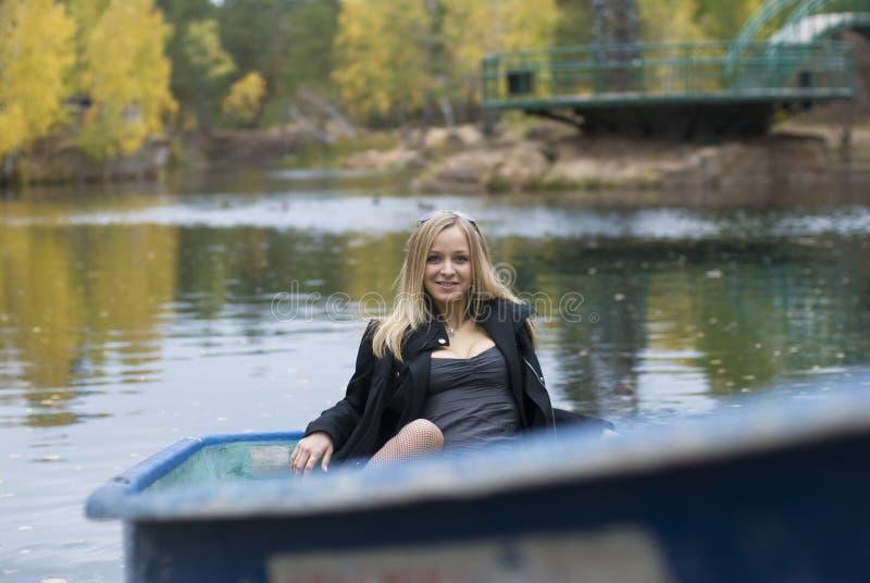 Meisje op boot stock foto's