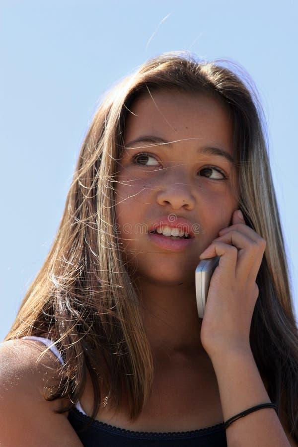 Meisje op de telefoon stock foto