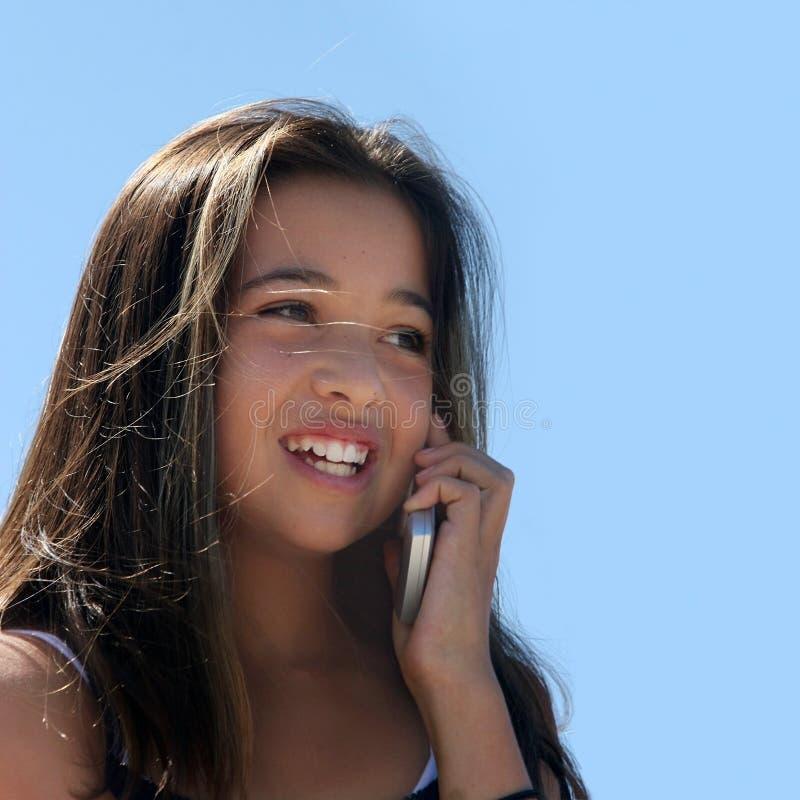 Download Meisje op de telefoon stock afbeelding. Afbeelding bestaande uit schoonheid - 281865