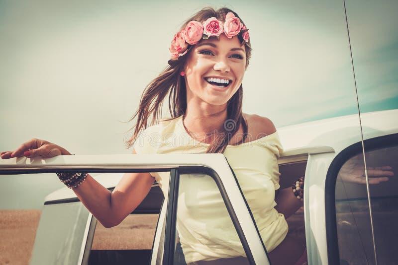 Meisje op een wegreis royalty-vrije stock fotografie