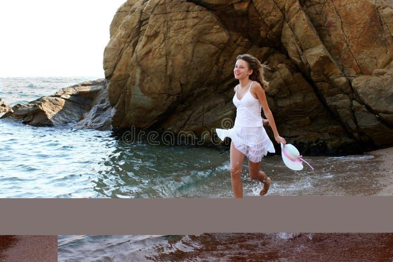 Meisje op het strand stock afbeelding