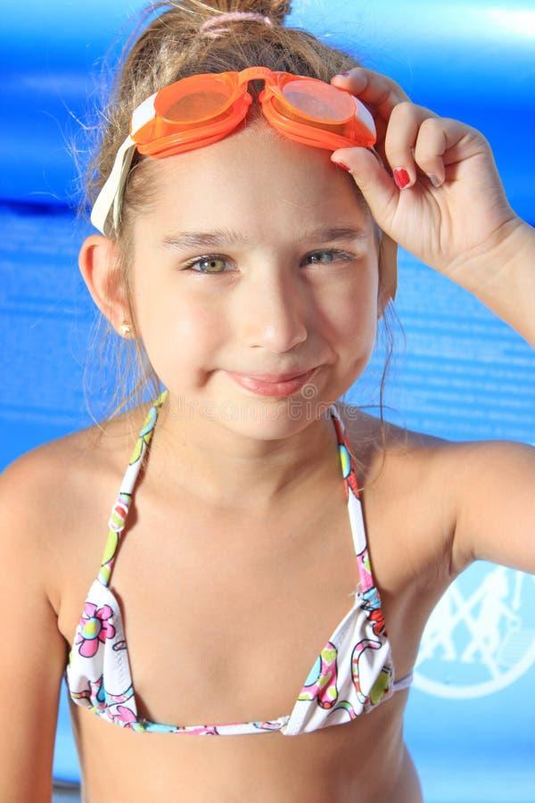 Meisje op het zwembad royalty-vrije stock foto
