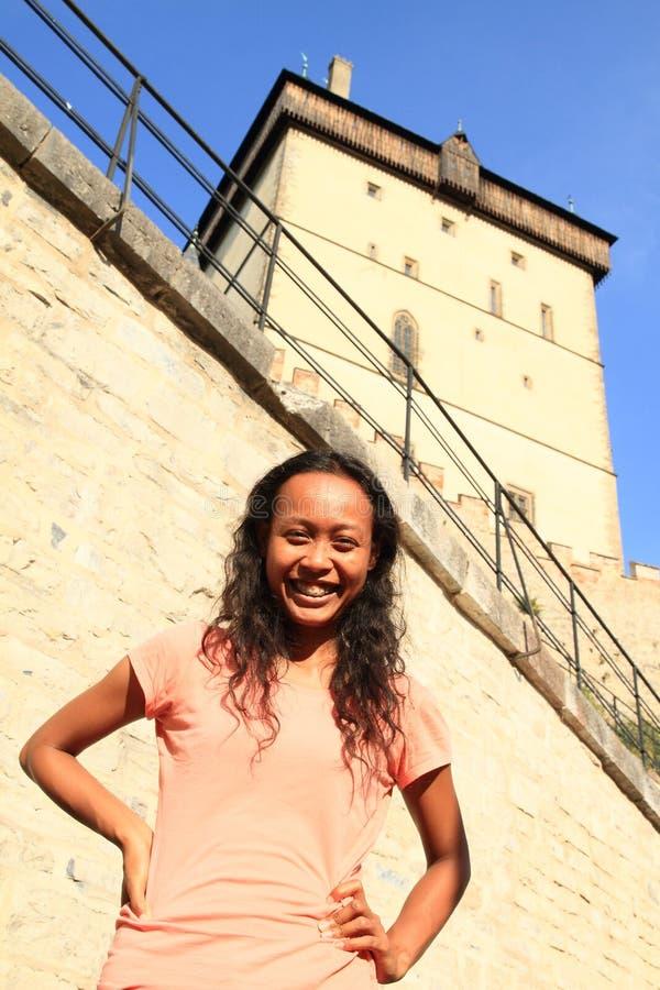 Meisje op Kasteel Karlstejn royalty-vrije stock fotografie