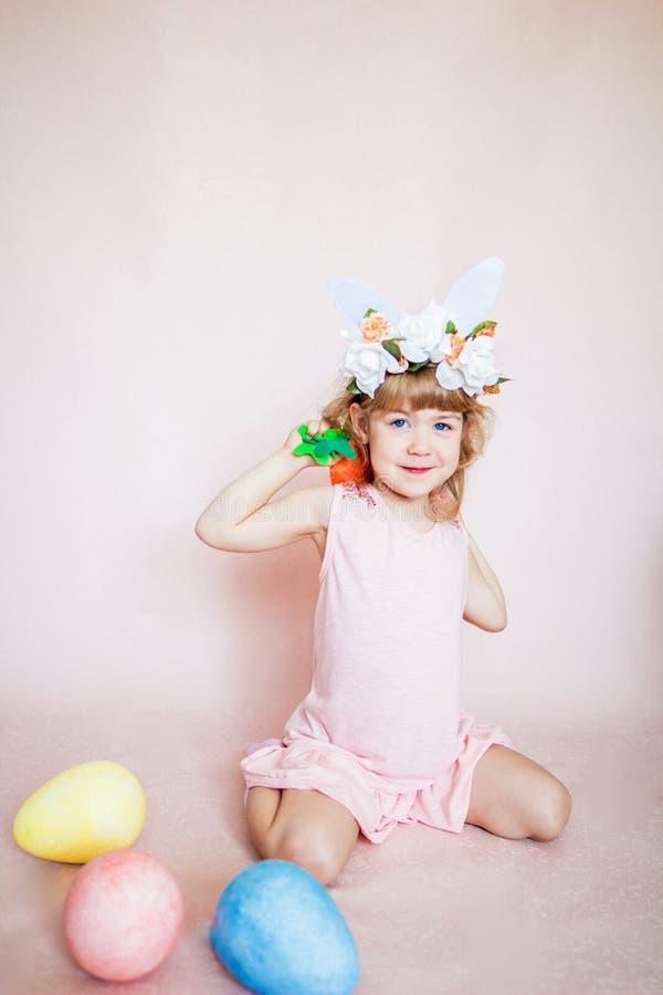 Meisje op Pasen-vakantie stock foto