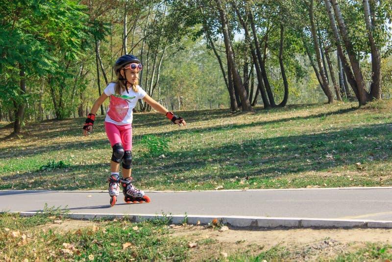 Meisje op rollerblades royalty-vrije stock fotografie