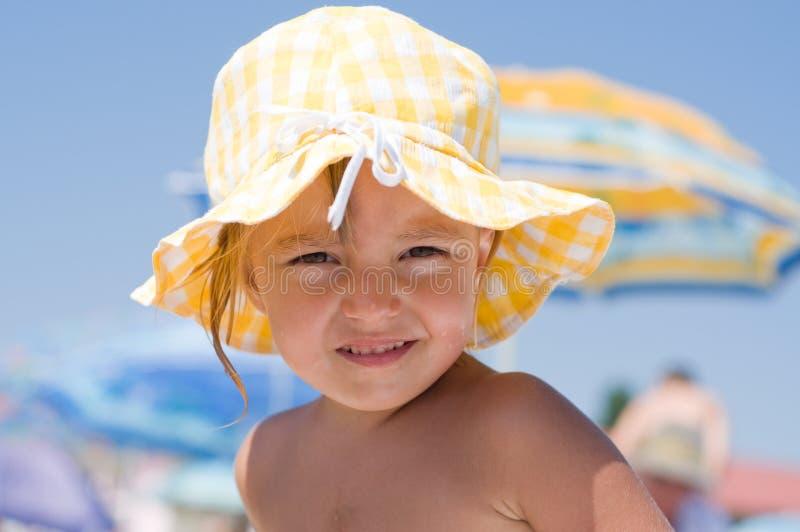 Meisje op strand stock afbeelding