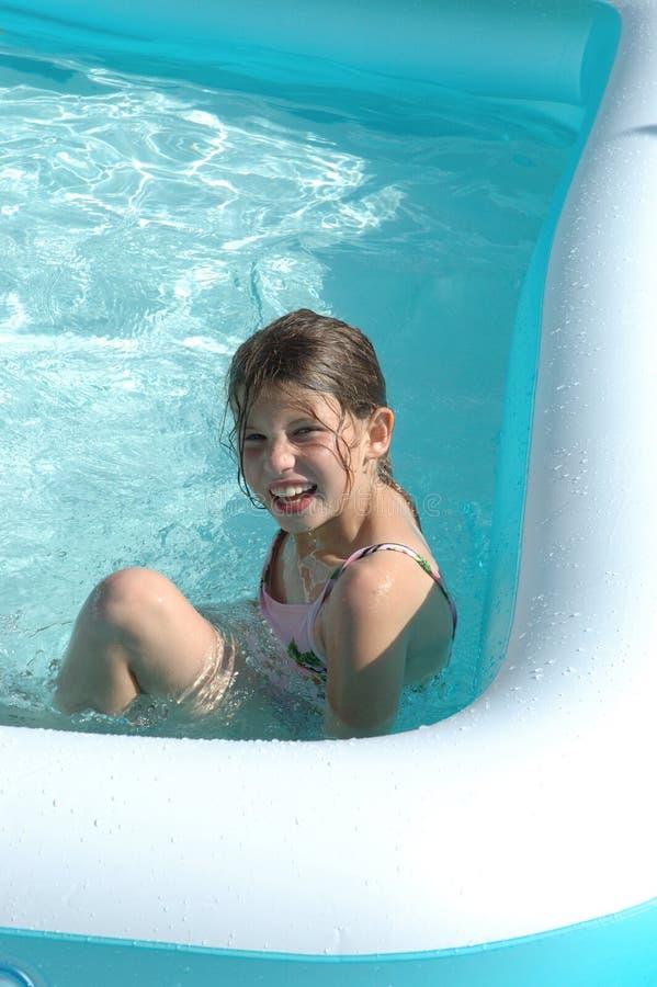 Meisje in pool 2 stock fotografie