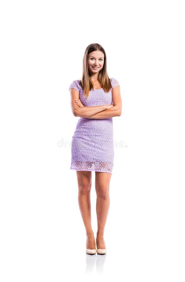 Meisje in purpere kantkleding, hielen, geïsoleerd studioschot, royalty-vrije stock foto's