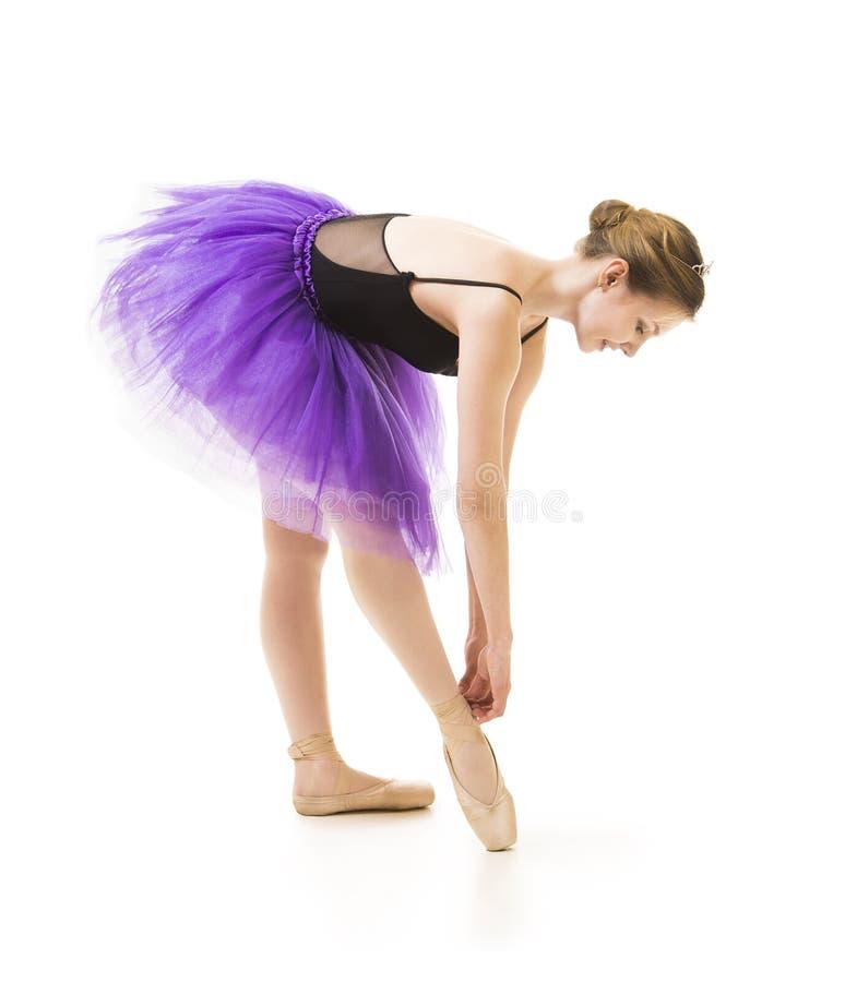 Meisje in purpere tutu en het zwarte ballet van de maillotdans royalty-vrije stock fotografie