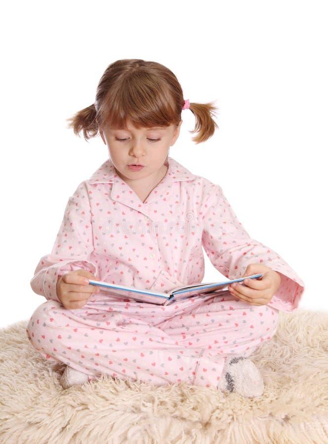 Meisje in pyjama's stock foto's