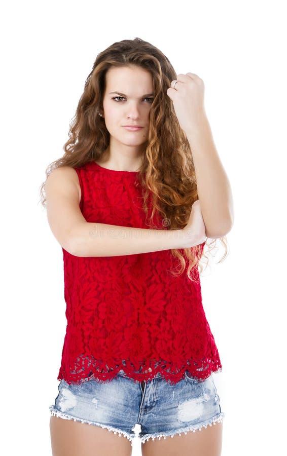 Meisje in rood paraplu ruw gebaar stock foto