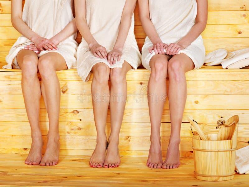 Meisje in sauna. royalty-vrije stock foto