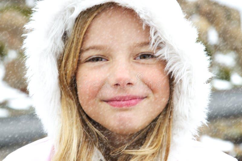 Meisje in sneeuw royalty-vrije stock foto's