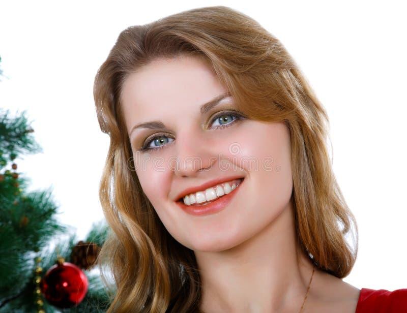 meisje tegen een Nieuwjaarboom stock foto's